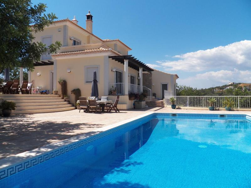Fully air-conditioned villa with large pool