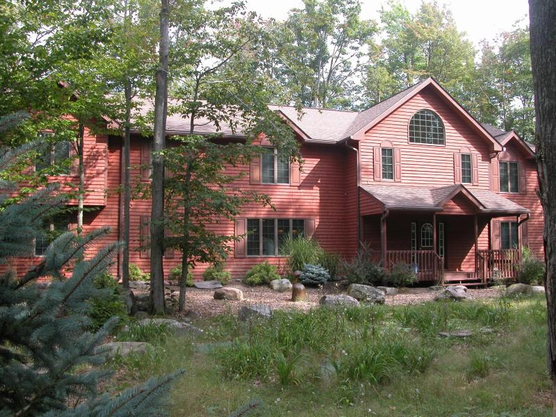 Front--Nested in 2 acres of woodland - 7 bedroom family vacation-luxury, fun, comfort - Pocono Pines - rentals