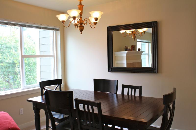 Dining room, seating for 5
