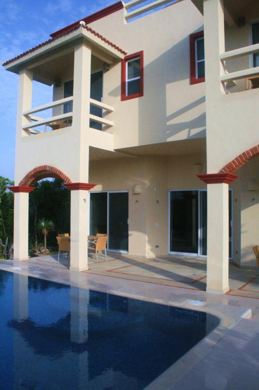 Villa Arrecife - Pool, Terraces & Balconies at Rear
