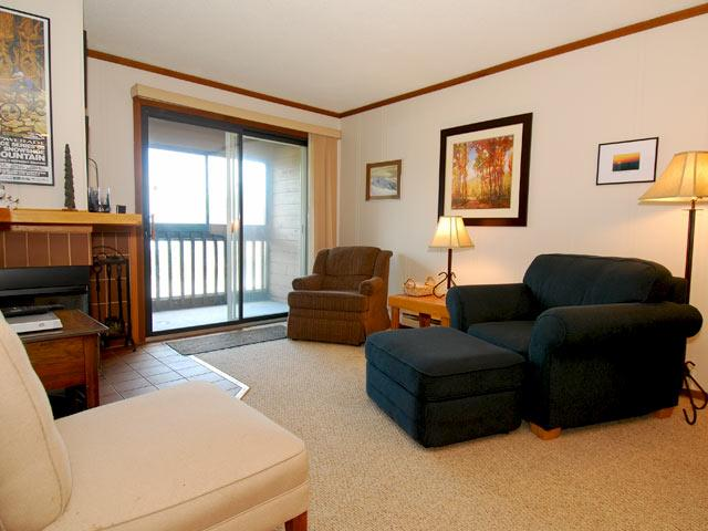 Snowcrest B 116: 4 Bedrooms, 3 Baths. 4 Hot Tubs in the building.