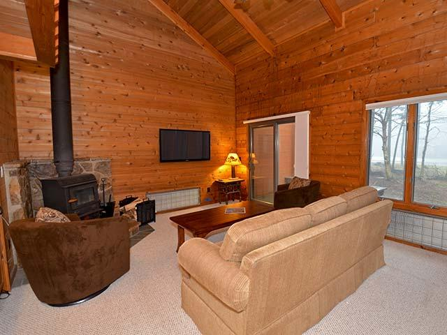 Powder Monkey 11: 3 Bedrooms, 2 Full Baths. Gas Fireplace.
