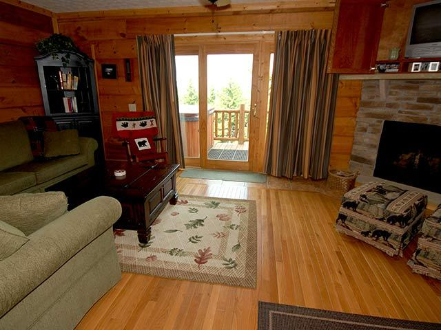 Loggers Run 14: 4 Bedrooms, 2.5 Baths. Ski In/Ski Out. Private Hot Tub.
