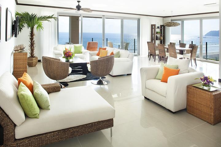 Spacious living room tastefully decorated