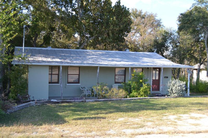 LAGO / LA POSADA - Waterfront- Sleep 16- in 4/2, split level house - New Braunfels - rentals