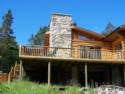 This vacation home is the quintessential Canadian log cabin in an oceanfront setting. Elevated, it enjoys a spectacular view of West Green Harbours tranquil waters.