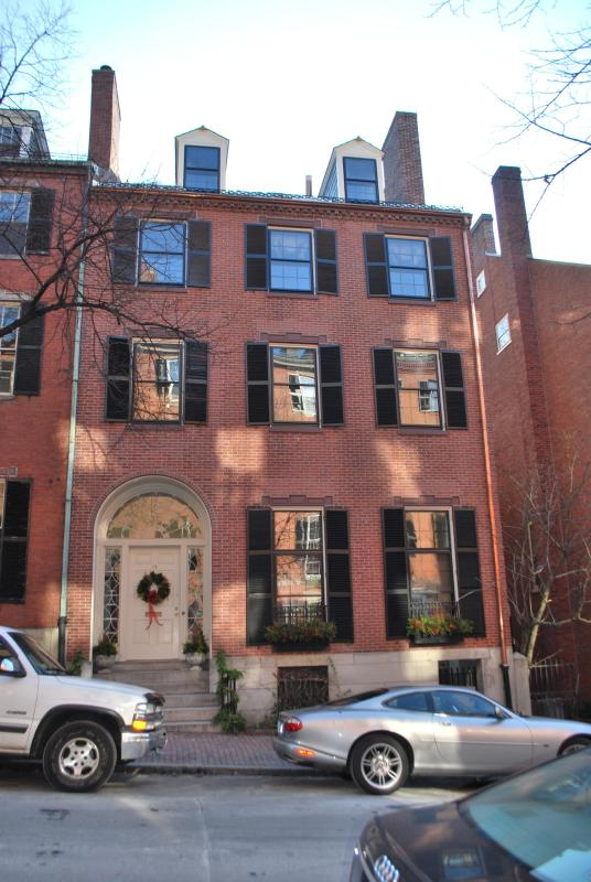 Beautiful Sunny Two Bedroom in Historic Beacon Hill