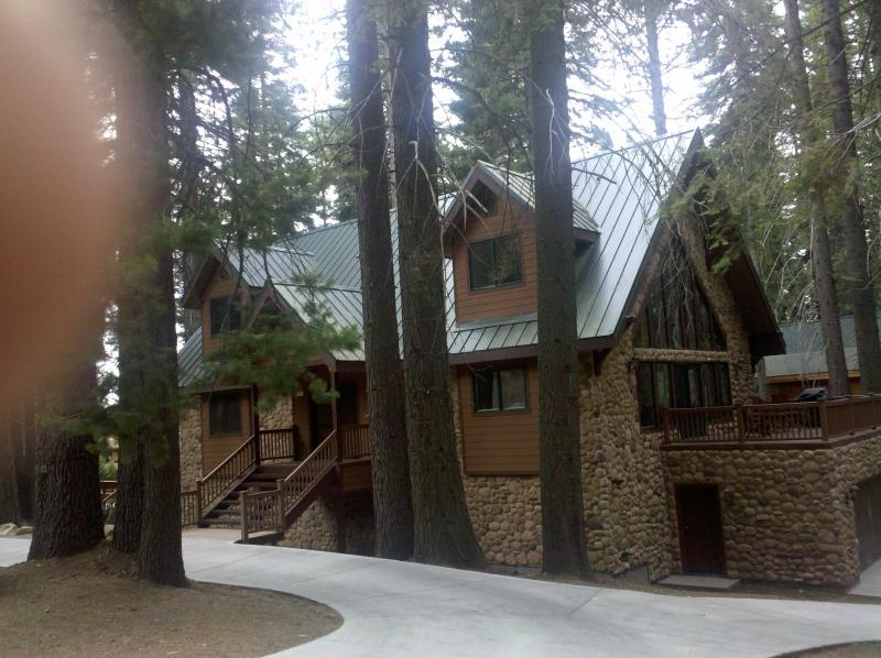Beautiful Vacation Lodge, Inside the parks gates July 12-16 available