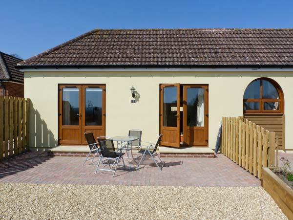 3 THE STABLES, country holiday cottage, with a garden in Ryde, Isle Of Wight, Ref 12935 - Image 1 - Ryde - rentals