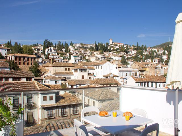 Private terrace with wonderful views over the rooftops of the Albaicín.