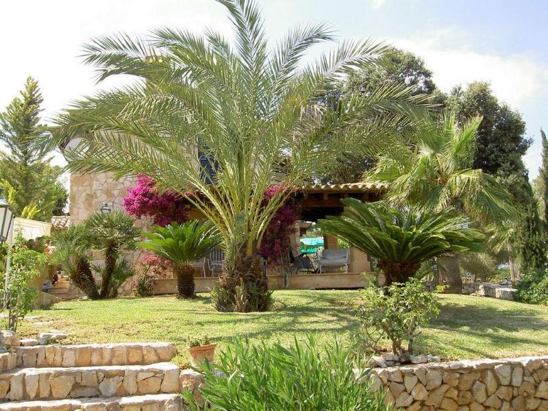 Garden view of main house and terrace - Mallorca South Rustic Elegance - Palma / 30min - Porreres - rentals