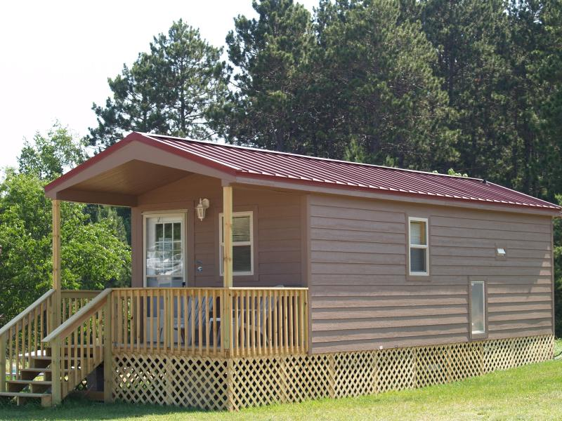Deluxe Cabin w/ Covered Porch