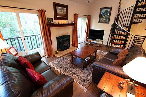 Living room with large HD TV, WiFi Internet, gas fireplace, and balcony. - Walk to Ski Slopes and Town - Summer 10% OFF! - Ketchum - rentals