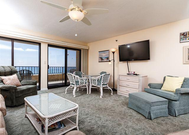 Open view of this spacious 2 bedroom 6th floor unit. 46' FLAT SC