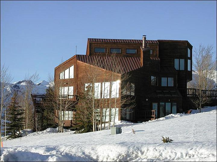 Just a Short Drive from the Slopes - Breathtaking Views of Mt. Crested Butte - New Carpet and Appliances (1079) - Crested Butte - rentals