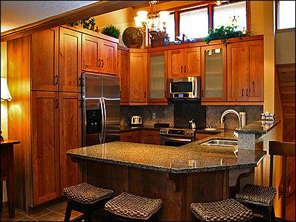 Fully Equipped Kitchen/Bar Seats 4