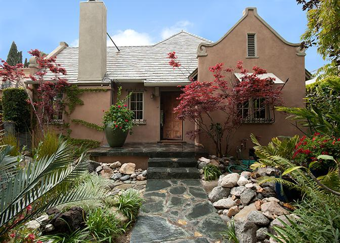 Exquisitely Landscaped Private Front Yard