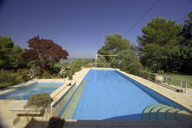 Private 17X6 meters swimming pool and 3X2 meters Jacuzzi