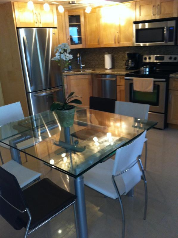 Kitchen with dining for 6