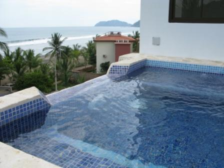 Jacuzzi facing the beatiful view of the ocean