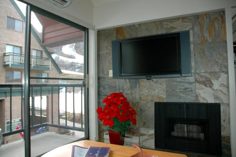 Fireplace, HDTV & Mountain View from Comfy Sofa or Balcony!