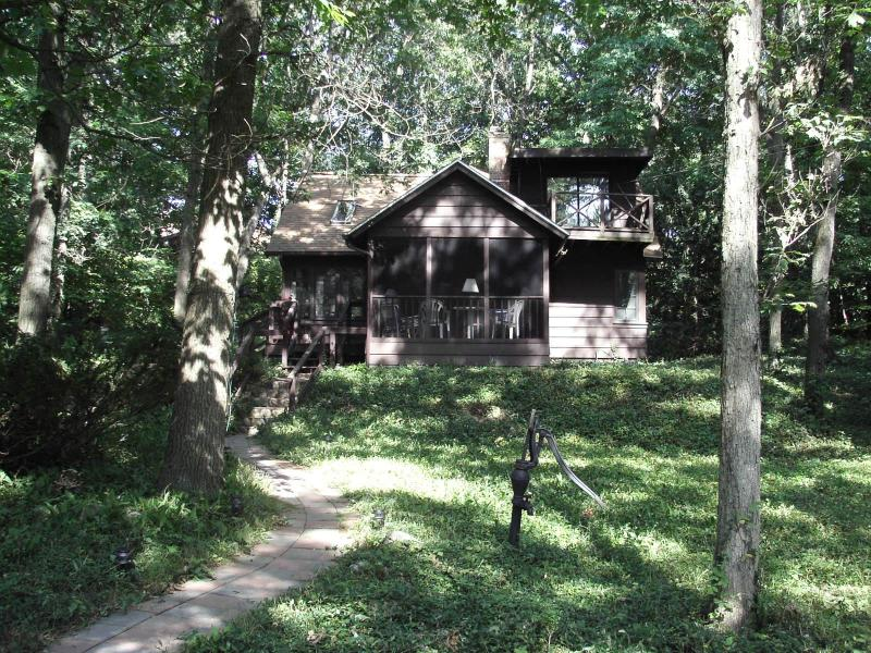 The 3 Bears - 3 Bears Cozy Cottage, 2 minute walk to Lake - Michiana Shores - rentals