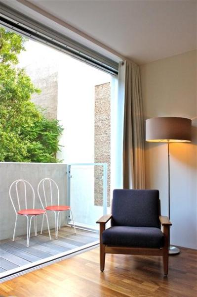 Bedroom facing a green and very quiet court yard. - Oasis in Berlin, a full comfort apartment in Berlin Mitte. - Berlinchen - rentals