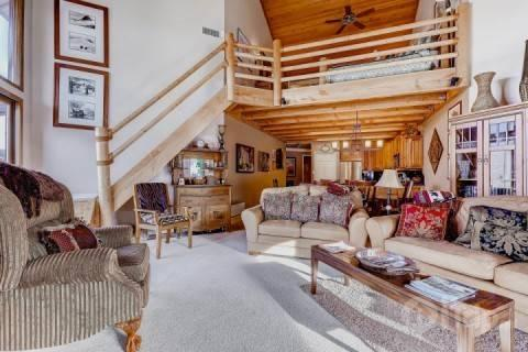 Deer Valley Powder Run great room / living area with timber finishings, private balcony/deck and comfortable furnishings.