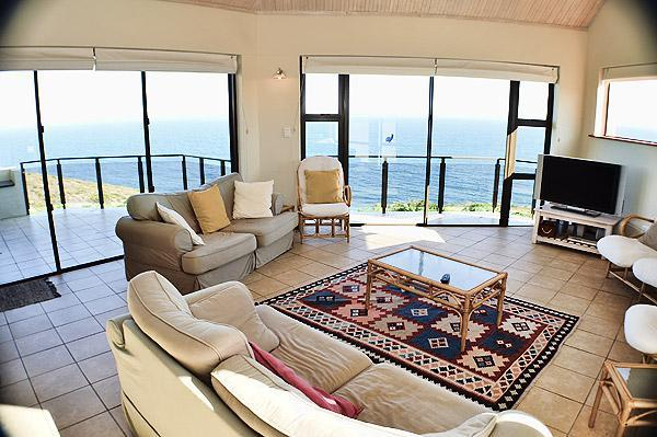 Lounge with 2 balconies and specacular sea-view
