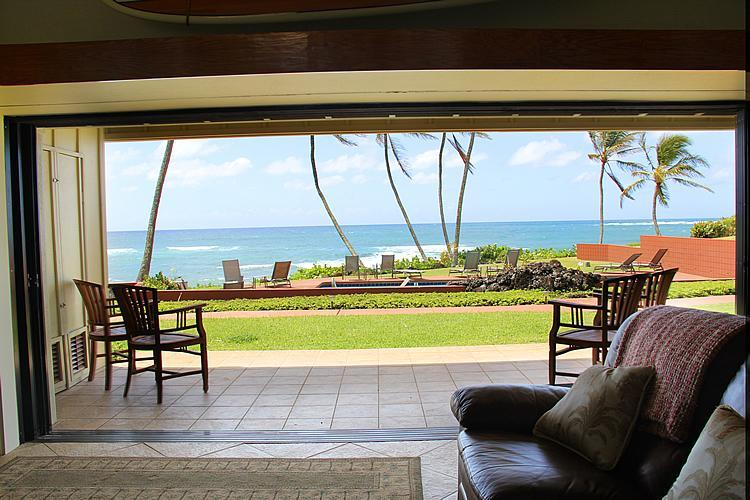 Walkout to Ocean View Lanai and lawn area