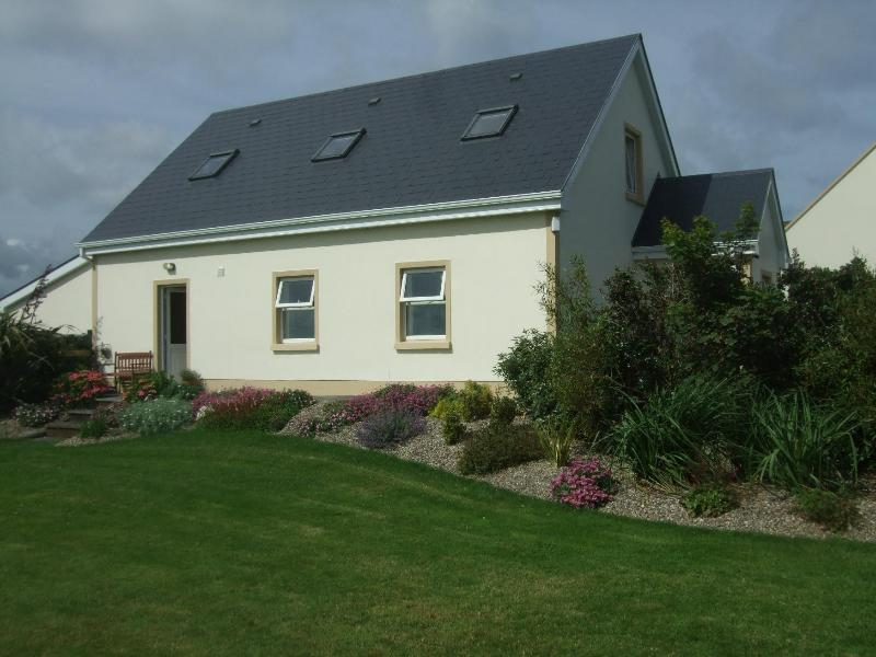 Sandhills House showing enclosed landscaped garden - Sandhills House, Doughmore, Doonbeg, Co. Clare - Doonbeg - rentals