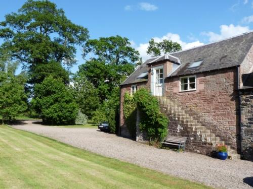 GRANARY COTTAGE, Minto, Scottish Borders - Image 1 - Minto - rentals
