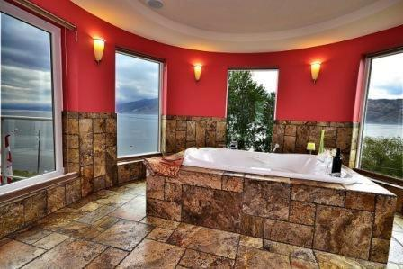 Double Jacuzzi Spa Room With Lake View