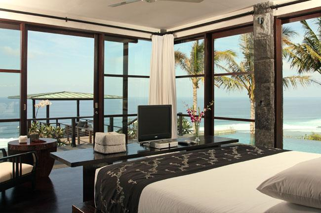 Cliff Front with Ocean view in all master bedrooms