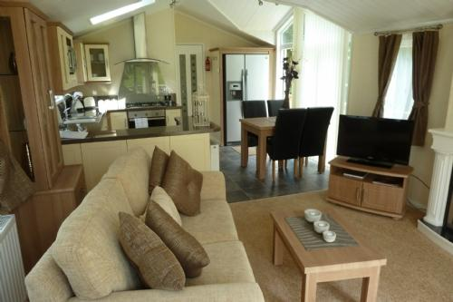 JASMINE LODGE, Hillside Park, Pooley Bridge, Ullswater - Image 1 - Pooley Bridge - rentals