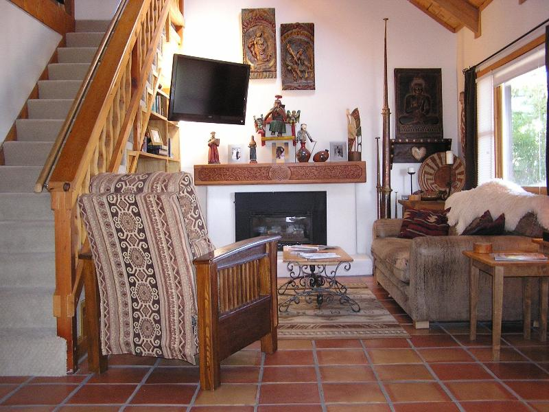 Casa Sienna is filled with eclectic artwork and modern amenties - Your Own Art Gallery with 360 Degree Views! - El Prado - rentals