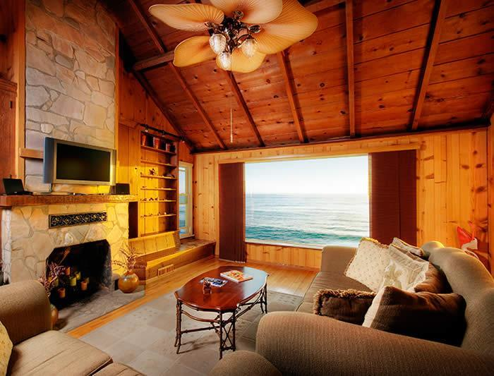 Living Room with dramatic ocean views and french door leading to deck