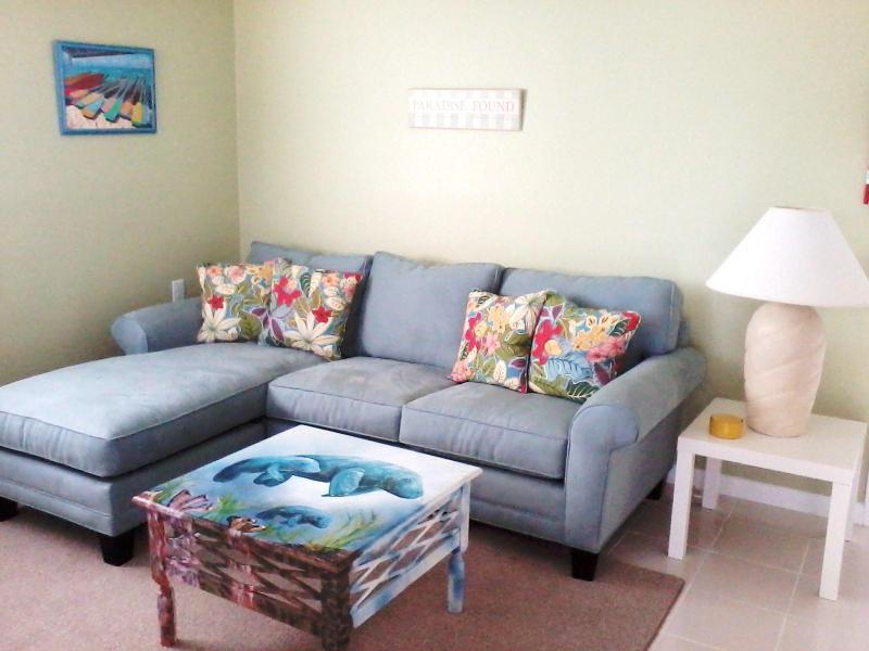 'Sandy Toes' Living Area with Queen Sleeper Sofa