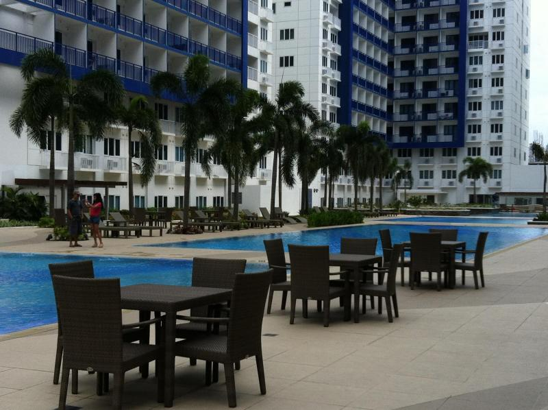 around the pools - resting and dining areas