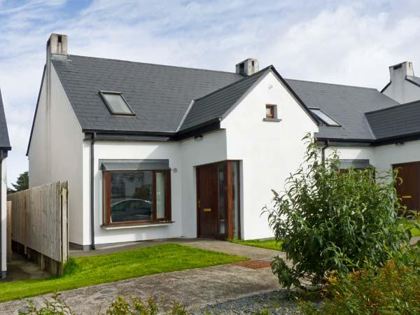 25 ARD CAHIR, pet friendly cottage with an enclosed garden, open fire and off road parking in Louisburgh, Ref 18260 - Image 1 - Louisburgh - rentals