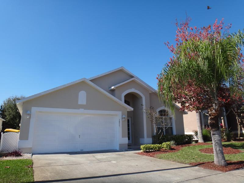 Front of home - parking in driveway - Lake Berkley Magic- 5BR, Pool, Game Room, Spa - Kissimmee - rentals