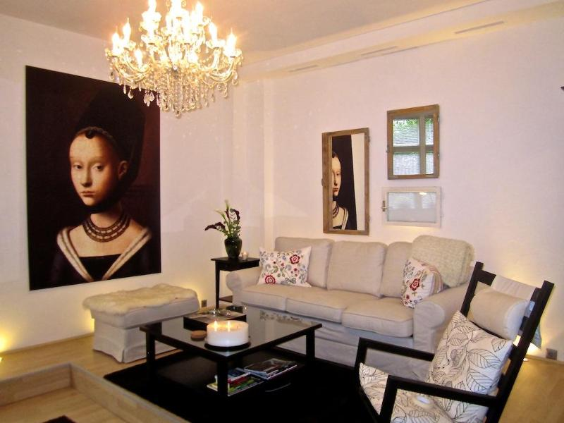 The Living room (very spacious)  - Elegant 1000 sq.ft. in trendy neighborhood - Berlin - rentals