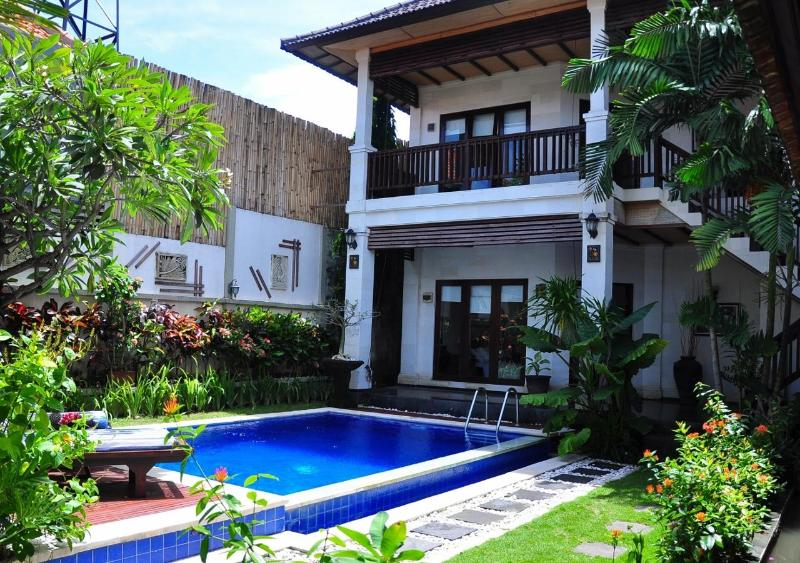 Amazing Villa Marta, full of FLOWERS and exotic atmosphere