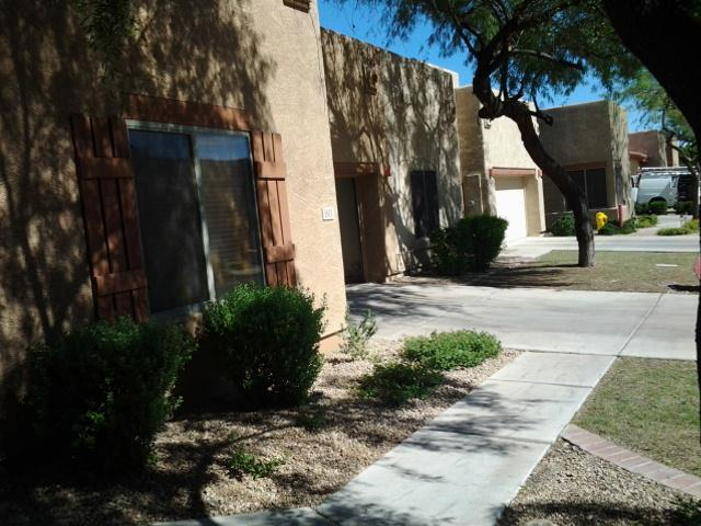 front double garage - 2 BEDROOM CONDO IN MESA, ARIZONA - Mesa - rentals