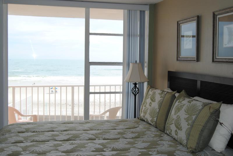 Beautiful Ocean View From The Bed