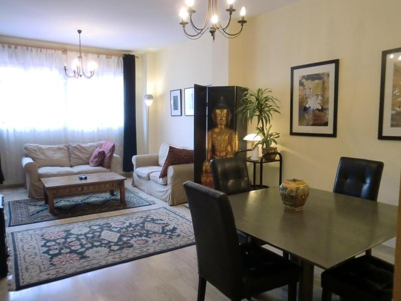Spacious lounge/diner with heating and airconditioning