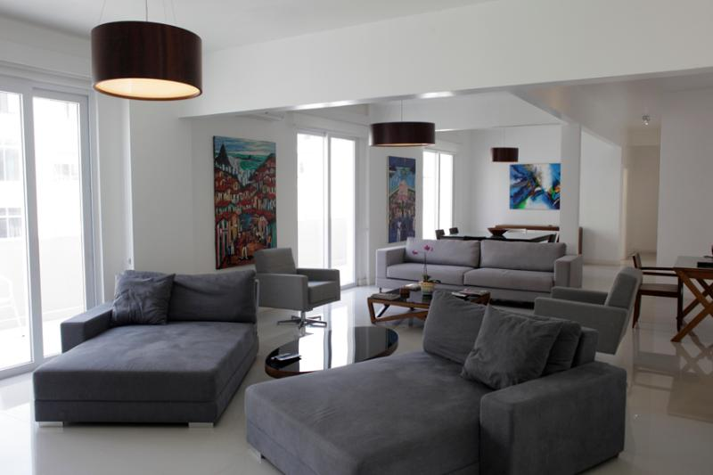 Triple living room from the Tv side - COPACABANA VIEW 2300sqf 3BED/3BATH 8 Guests w/MAID - Copacabana - rentals
