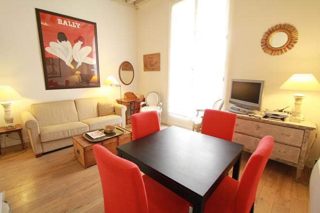The living room - Charming 2BR in Saint Germain des Près - 6th Arrondissement Luxembourg - rentals