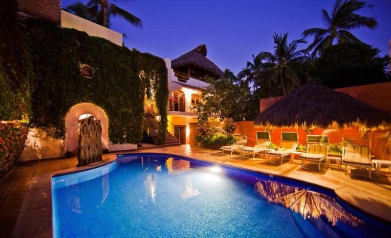 Pool and One bedroom building - Casa de la Reyna One bedroom Units Bucerias Mexico - Bucerias - rentals