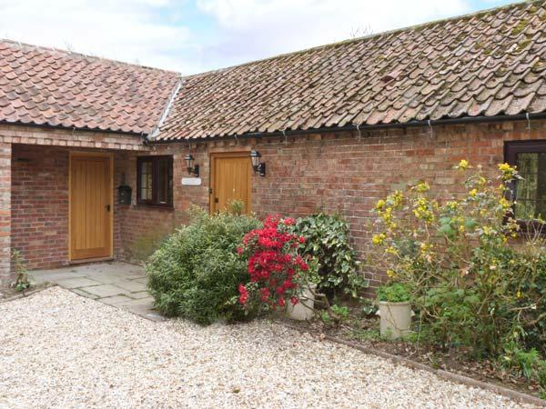 MANOR BARN spacious ground floor cottage, woodburner, beautiful countryside in Horncastle Ref 11494 - Image 1 - Horncastle - rentals